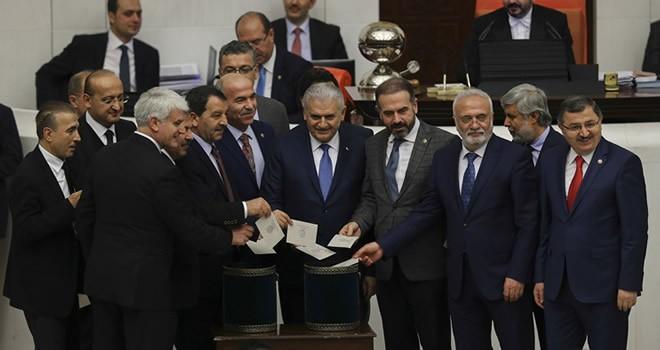 Anayasa değişikliği teklifinin 8. maddesi kabul edildi