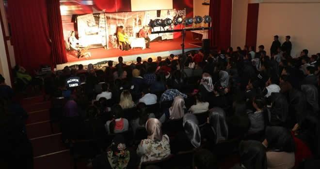 Pazarcık Belediyesi'nden 'Lafını Balla Kestim' tiyatro oyunu