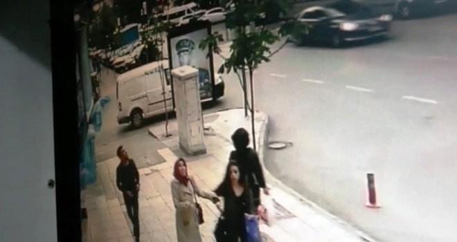 Kahramanmaraş'ta apartmandan düşen beton parçaları az kalsın can alıyordu