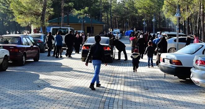 Havanın güzelliğini fırsat bilen vatandaşlar Dulkadiroğlu Mesire Alanı'na akın etti