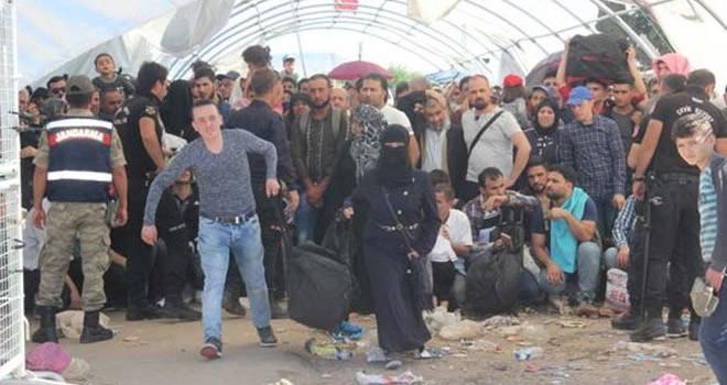 Suriyeliler akın akın gidiyor! Sayıları 250 bini aştı