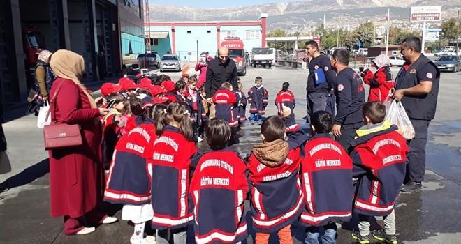 Büyükşehir İtfaiyesi 'minik kahramanları' ağırladı