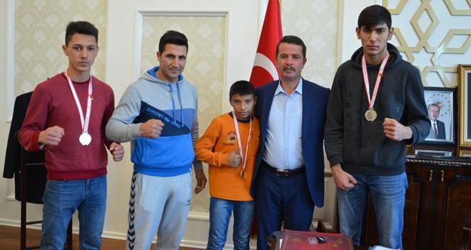 Muay Thai şampiyonlarına bir ödülde Başkan Okumuş'tan