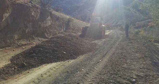 Karamanlı-Karaçalılık Yolu'nda yol çalışması