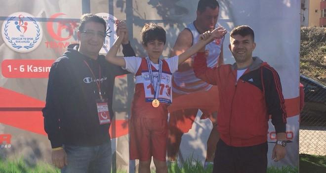 Otizmli Kubilay'ın atletizm sevgisi altın madalya getirdi
