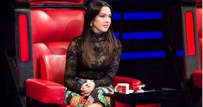 Hadise'nin şeffaf kıyafeti yine olay oldu!