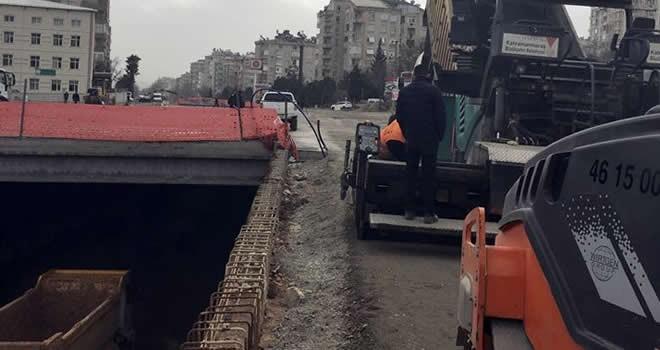 Çukurova Tünel Kavşak'a ilk asfalt döküldü