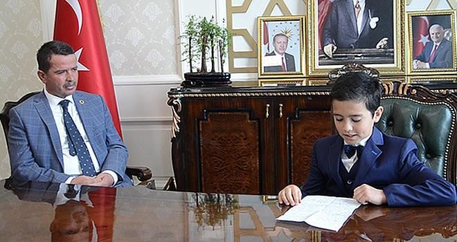 Osman Başkan koltuğu adaşına bıraktı