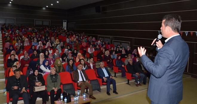 Türkoğlu'nda 'Çanakkale Geçilmez, Çanakkale'nin Maraşlı Şehitleri' adlı konferans düzenlendi