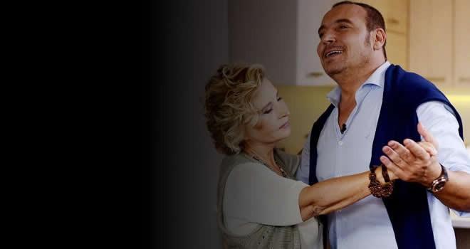 Şarkıcı Cenk Eren'in annesi vefat etti
