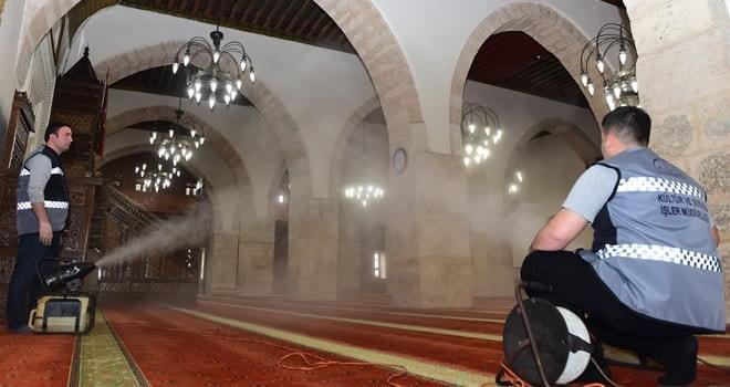 Dulkadiroğlu'nun camileri Regaip Kandilinde gül açtı