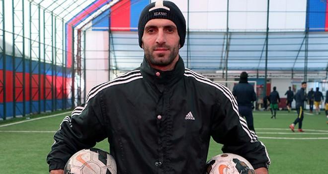 Suriyeli milli kaleci Müslümani, futbol hayatını Kahramanmaraş'ta sürdürüyor
