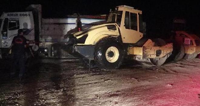 Andırın'da park halindeki iş makinesi alev aldı!