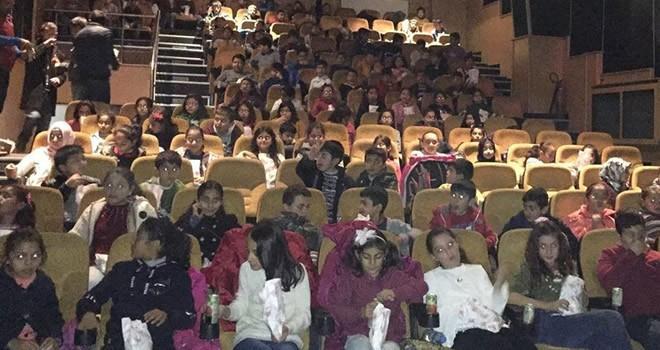 Başkan Okumuş: Türkoğlu'nda sinamaya gitmeyen öğrencimiz kalmayacak