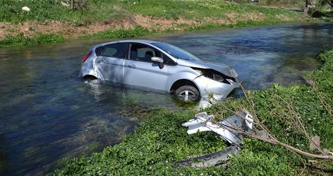Kahramanmaraş'ta otomobil önce ağaca çarptı, sonra nehre uçtu!