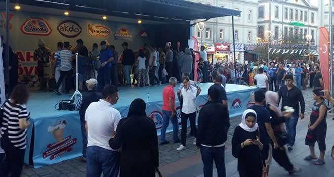 Dondurma tırına Trabzon'da büyük ilgi