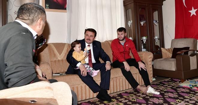 Başkan Erkoç Afrin gazilerini evlerinde ziyaret etti