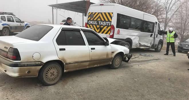 Kahramanmaraş'ta öğrenci servisi ile otomobil çarpıştı - 5 yaralı