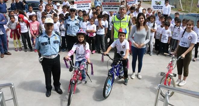 Bisiklet ve Yürüyüş Yolu'nda öğrencilere trafik eğitimi