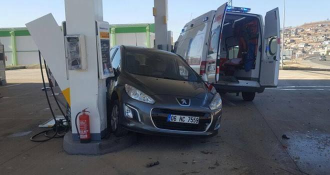 Pazarcık'ta ambulans akaryakıt istasyonuna daldı