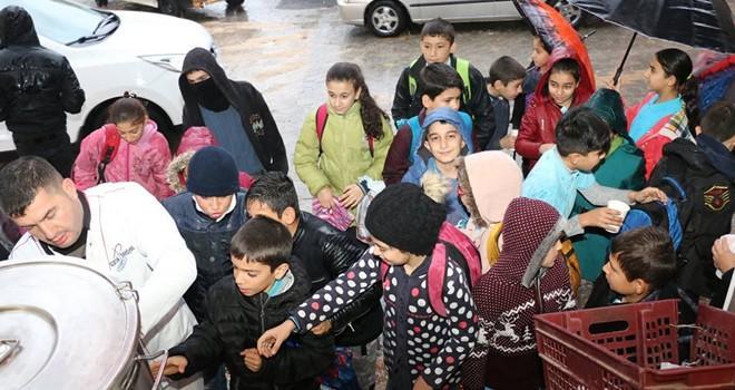 Pazarcık Belediyesi'nden öğrencilere sabah çorbası