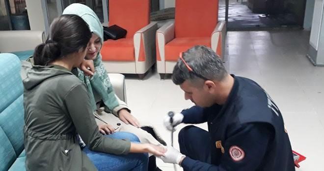 Genç kızın parmağına sıkışan yüzüğü itfaiye ekipleri çıkardı!