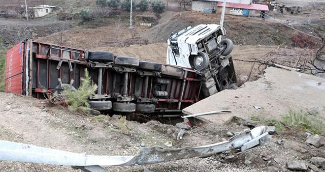 Kahramanmaraş'ta yola dökülen yağ kazaya neden oldu