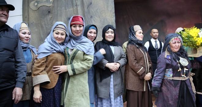 Kazakistanlı tiyatrocular Afşin'de sahne aldı