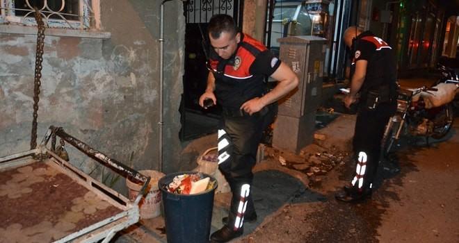 Adıyaman'da uyuşturucuyu çöpe atan şahıs polisten kaçamadı