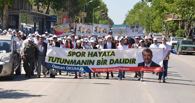 Türkoğlu'nda vatandaşlar ve öğrenciler 'Sağlıklı Yaşam Yürüyüşü' yaptı