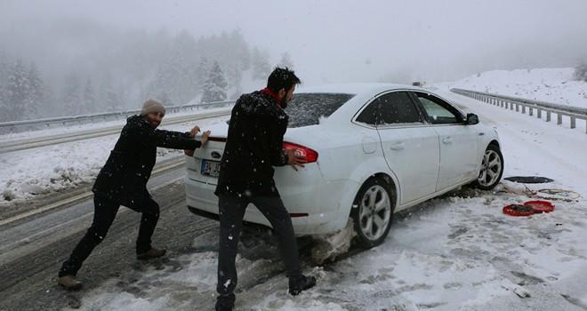 Kahramanmaraş-Kayseri yolunda kar çilesi