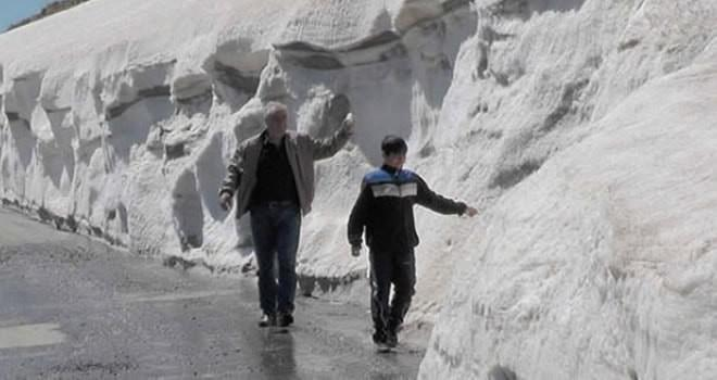 Havalar ısındı karlar hala erimedi!