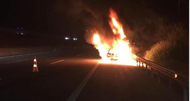 TEM'de otomobil, alev alev yandı!