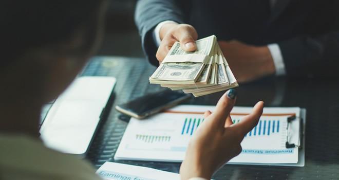 Ev kadınlarına 1.400 lira emekli maaşı