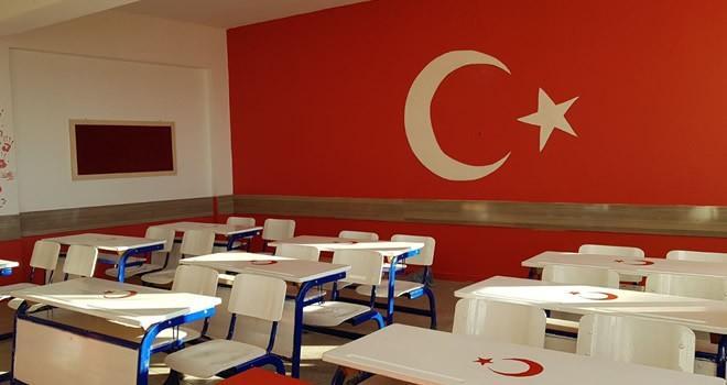 Kahramanmaraşlı  öğrenciler sınıflarını, Türk bayrağıyla  donattılar