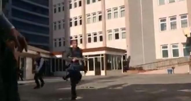 Gaziantep Emniyet Müdürlüğü önündeki çatışma anı
