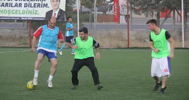 Gazeteciler ve belediye çalışanları arasında dostluk maçı yapıldı