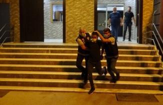 Eşini ve kayınbabasını öldüren saldırgan Adana'da yakalandı
