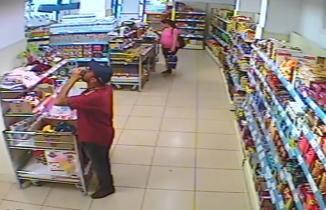 Adana'da market hırsızının pişkinliği pes dedirtti!