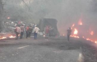 Kamerun'da katliam gibi kaza: Yolcu otobüsüyle kamyon çarpıştı
