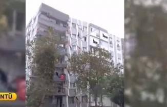 İzmir'de bir bina depremin etkisiyle böyle yıkıldı