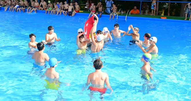 Yüzme dersi sezonu kapandı