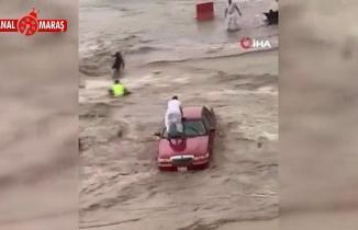 Suudi Arabistan'ı sağanak sonrası sel vurdu!