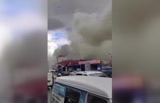Ataşehir'i dumana boğan fabrika yangını: Yaralılar var