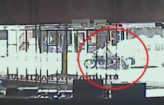 Motosiklet sürücüsünün ayağının koptuğu kaza güvenlik kameralarına yansıdı