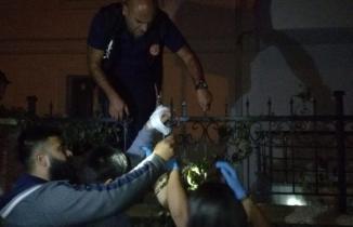 14 yaşındaki çocuğun eline korkuluk demiri saplandı