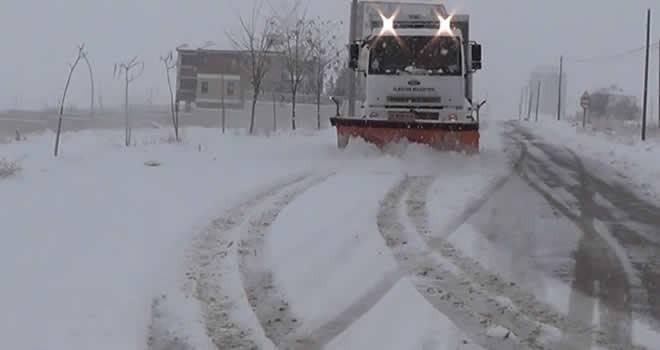 Elbistan'da ulaşıma kar engeli