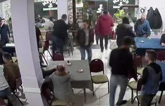 Depremi hisseden vatandaşlar kendisini dışarıya böyle attı...
