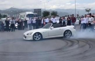 Trabzon'da driftçi magandalar trafiği tehlikeye düşürdü!