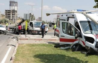 Kahramanmaraş'ta ambulansın da karıştığı kazada 4 kişi yaralandı